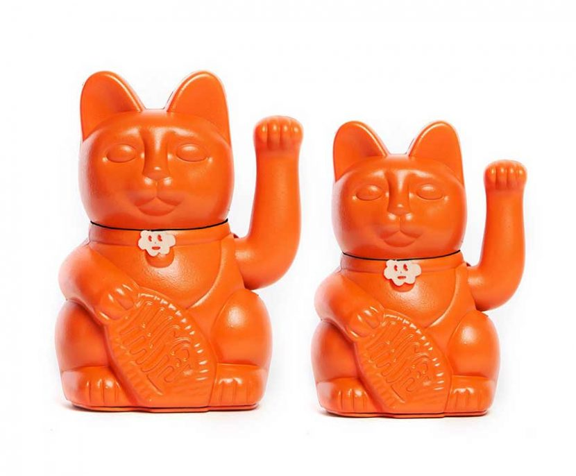 Lucky cat color naranja