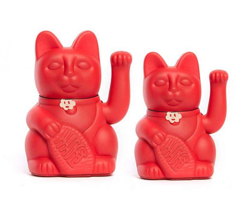 Lucky cat color rojo fresa